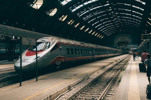 Treno fermo alla stazione